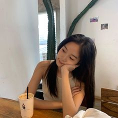 Ulzzang Korean Girl, Cute Korean Girl, Aesthetic Korea, Aesthetic Girl, Teenage Girl Photography, Girl Photography Poses, Little Girl Gowns, Ootd Poses, Petty Girl
