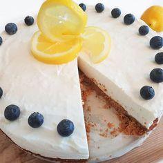 Koolhydraatarme cakebootjes met mascarpone en aardbei - Flowcarbfood: koolhydraatarme recepten Cheesecake, Desserts, Low Carb, Food, Seeds, Tailgate Desserts, Deserts, Cheesecakes, Essen