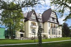 Hotel Austria, Beautiful Hotels, Places To Visit, Germany, Villa, England, United States, Mansions, House Styles