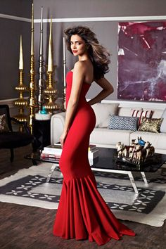 Deepika Padukone is one of the beautiful, talented, most popular and attractive actresses in Bollywood. Indian Celebrities, Bollywood Celebrities, Celebrities Homes, Bollywood Stars, Bollywood Fashion, Bollywood News, Deeps, Deepika Padukone Style, Vogue India