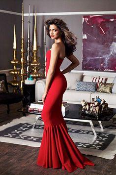 Model / Actress : Deepika Padukone http://www.buzzintown.com/bollywood-news--glamorous-roles-too-need-acting-talent-deepika-padukone/id--6665.html #Bollywood