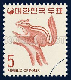 Regular Postage Stamp, Squirrel, Animals, Ivory, Red, 1974 03 10, 보통우표, 1974년03월10일, 884, 다람쥐, postage 우표