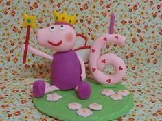 Topo de Bolo Peppa Pig, modelado em biscuit.