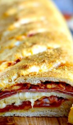 Homemade Stromboli - Simply Scratch Homemade Stromboli Recipe ~ Pepperoni, salami and ham along with pizza sauce and mozzarella is rolled up in homemade pizza dough and baked until perfect. Stromboli Recipe Pepperoni, Homemade Stromboli, Homemade Pizza Rolls, Italian Sausage Stromboli Recipe, Pizza Calzone Recipe, Pepperoni Rolls, Pizza Recipes, Cooking Recipes, Gastronomia