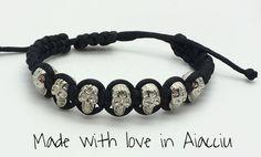 bracelet homme crânes sur cordon ajustable par madewithloveinaiaciu