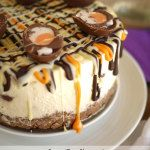 No Bake Mini Creme Egg Cheesecake Recipe - delicious light and creamy no bake Easter dessert. The perfect cake for your Easter celebration! Desserts Ostern, Köstliche Desserts, Delicious Desserts, Dessert Recipes, Yummy Food, Easter Desserts, Easter Appetizers, Dessert Ideas, Cake Ideas