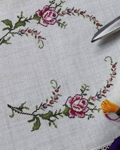 Crewel Embroidery, Cross Stitch Embroidery, Cross Stitches, Bargello, Diy And Crafts, Handmade, Cross Stitch Patterns, Bath Linens, Craft