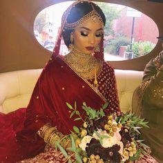 Red Gold Brown Eye Makeup Traditional Bengali Bride Look Wedding Makeup - Source by - Bengali Bridal Makeup, Asian Wedding Makeup, Bridal Makeup Tips, Bridal Makeup Looks, Bride Makeup, Indian Bridal, Indian Makeup, Pakistani Bridal Wear, Face Charts