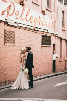 Real Wedding: Sarah & Jay / Simplistic Elegance / Wedding Style Inspiration / LANE. Photography by The White Tree