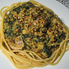Kale chip and cheesy, garlic mushroom pasta sauce that's quick, easy and DELICIOUS!