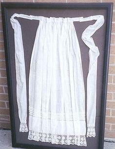 Delicate 1800 apron