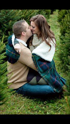 Tracy Marshall Photography  couples Christmas pose