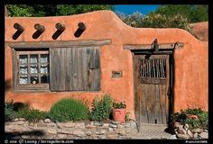 adobe shed | Most adobes in town have this sensibility of simplicity ( via )