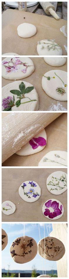 Blüten ganz einfach im Salzteig verewigen: eine schöne und einfache Beschäftigung für Kinder. schwesternliebeun...