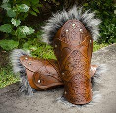 AC: Revelations Bracers by CheesyKnight on DeviantArt Arte Viking, Viking Armor, Larp Armor, Medieval Armor, Leather Bracers, Leather Quiver, Mandalorian Armor, Female Armor, Fancy Dress Up