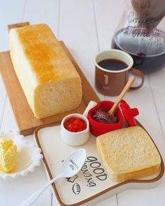 It can be done with milk carton! Let's make a mini bread! Cooking Bread, Fun Cooking, Japanese Bread, Breakfast Tea, Sweets Recipes, Ramen Recipes, Carrot Recipes, Cabbage Recipes, Spinach Recipes