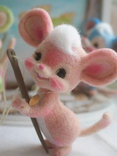 A stitch in time Mouse. Wool Dolls, Felt Dolls, Needle Felted Animals, Felt Animals, Felt Diy, Felt Crafts, Mouse Crafts, Needle Felting Tutorials, Felt Material
