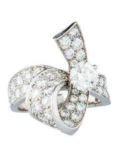 Platinum Van Cleef & Arpels ribbon-design ring with 3.18 carat diamonds. Ring size 5.5.   <b> This item has been inspected and appraised by our certified gemologist. </b>  <b>Metal:</b> Platinum  <b>Finish:</b> Bright polish <b>Total Gram Weight:</b> 10.5  <b>Stones:</b> Diamond (Center) <b>Shape: </b> Round <b>Color: </b> G <b>Clarity: </b> VVS2 <b>Finish: </b> Excellent <b>Total Carat Weight:</b> 0.68  <b>Stones:</b> Diamond (All Others) <b>Shape: </b> Round <b>Color: </b> E-F <b>Clarity…