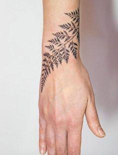 50 Amazing Wrist Tattoos For Men & Women - Fern Tattoo on Wrist by Mowgli - Piercing Tattoo, Botanisches Tattoo, Piercings, Fern Tattoo, Wrap Tattoo, Tiny Tattoo, Tattoo Flash, Tattoo Forearm, Yakuza Tattoo