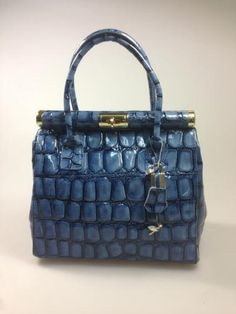 Great Italian leather handbags and fashion bags. Buy WHOLESALE through the ItalianModa marketplace, direct from the Italian factories and brands
