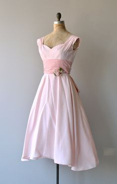 https://www.etsy.com/fr/listing/191431165/a-fond-farewell-dress-vintage-1950s?ref=shop_home_active_14