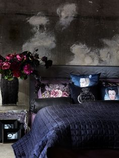 Love this!! romantic but not overly feminine and still simple and rustic.