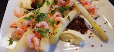 Dampede hvide asparges, røgede rejer og mousseline-skum