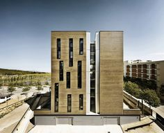 Masrampinyo - Edificio Residencial de 42 Unidades / R+B