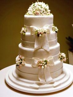 http://www.not1.com.br/wp-content/uploads/2011/04/bolo-de-casamento-florido-.jpg
