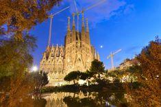 Ο Αντόνι Γκαουντί, είναι ο αρχιτέκτονας που μεταμόρφωσε την Βαρκελώνη. Ανακαλύψτε κάποια από τα πιο εμβληματικά κτίρια της πόλης μέσα από τις επιλογές που σας προτείνει το Δισάκι.