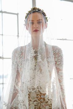 Best of Bridal Fashion Week: Marchesa Wedding Dress Collection S/S 2017 Marchesa Wedding Dress, Marchesa Bridal, Wedding Trends, Wedding Styles, 2017 Bridal, Tulle Ball Gown, Bridal Fashion Week, Wedding Veils, Bridal Veils