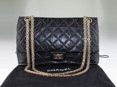 Sac à main Chanel 2.55 fermoir mademoiselle en cuir matelassé noir style vintage en occasion. Prix d'occasion : 3199 € / Excellent état