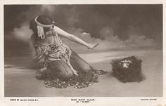 vaudeville salome dance | Maud Allan as Salome, with the head of John the Baptist