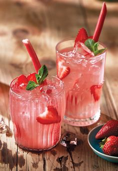 Are you ready for this jelly? Impress your next BBQ guests with sangria you can eat. Try strawberry-rhubarb sangria jellies this weekend! Strawberry Recipes For Summer, Strawberry Sangria, Rose Sangria, Summer Recipes, Sangria Recipes, Margarita Recipes, Drink Recipes, Best Rhubarb Recipes, Rhubarb Ideas