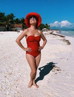 Jane Seymour Lady Jane Seymour, James Bond Girls, Penelope, Celebrity Bikini, Lovely Legs, Sexy Toes, British Actresses, Celebs, Celebrities