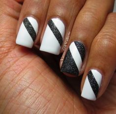 Varnished Valkyrie: Black and White Nails - SPIDERS EVERYWHERE!