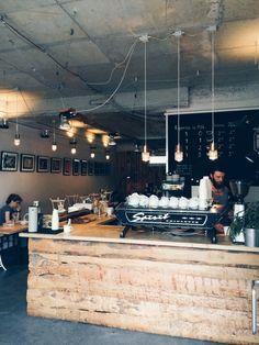 Die Oslo Kaffebar bietet eine gemütliche Atmosphäre und einen tollen Café an in  Berlin Mitte >> Oslo Kaffebar in Berlin | Photo by Teodorik Mensl
