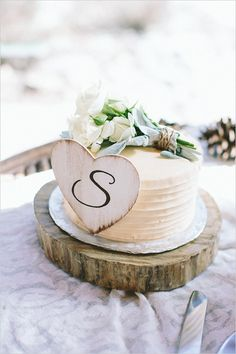 rustic simple wedding cake http://www.weddingchicks.com/2013/09/03/rubywood-house/