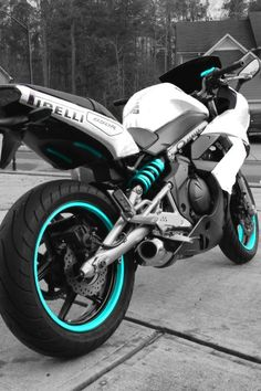 Pretty Kawasaki ninja 650r. This bike with a ice blue instead of teal