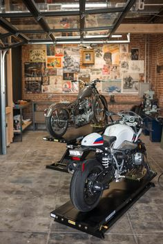 BMW motorrad and the house of machines open motorcycle minster in LA Motorcycle Workshop, Motorcycle Shop, Motorcycle Garage, Showroom Interior Design, Garage Interior, Design Garage, Cool Garages, Mechanic Garage, Bike Shed
