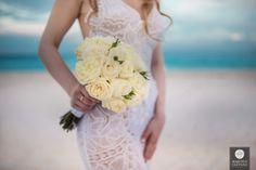 Buquê de noiva | Buquê de flores | Noiva | Casamento na praia | Vestido de noiva | Wedding dress