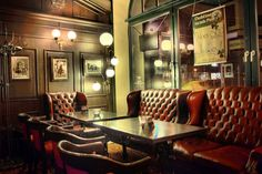 A pub needs to have a comfortable yet classy feel to it for patrons of all walks of life—this Irish Pub's setup is just about perfect.   #DreamFSW #foodie