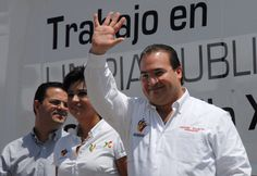 El gobernador Javier Duarte Javier Duarte de Ochoa  asistió a evento en Xalapa para entregar 12 unidades para el servicio de recolección de basura y anunciar una inversión histórica en limpia pública para esta capital