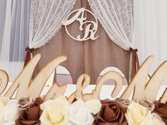 A párok többsége az egyedit keresi. Ha a saját monogramotok díszíti a hátteret, akkor az garantáltan egyedi lesz! Lézer vágott betűk: @dekorbolt.hu