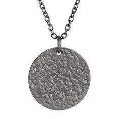 b5c4f2609d5 Få et cool look med denne halskæde med rundt banket vedhæng i sort sølv.  Perfekt