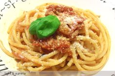 While on a diet or not, Bucatini amatriciana is very tasty. This is a light version, ideal for the whole family! Seafood Mix Pasta Recipe, Pasta Recipes, Frozen Tags, Frozen Seafood, Light Recipes, Tasty, Delicious Food, Italian Recipes, Diets