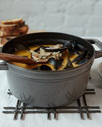 With garlic, fennel, tomatoes, and a bit of orange zest, this mussel soup has a nice Provençal feeling. And with cultivated mussels, which barely n...