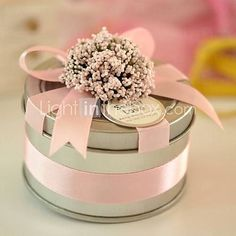 Round Metal Favor Tin With Ribbon - ribbon dresses up this metal tin very nicely. Provides a bit of shimmer and opportunity to color coordinate your favor with ribbon (and a flower or bow) of your choice. Wedding Favours, Wedding Candy, Card Box Wedding, Wedding Gifts, Party Favors, Creative Gift Wrapping, Creative Gifts, Favor Bags, Gift Bags