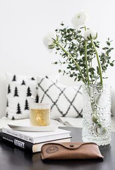 Decor, Home Living Room, Home Accessories, Accent Decor, Interior Work, Interior Design Styles, Inspiration, Interior Inspo, Living Decor