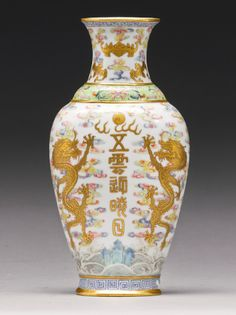 A Famille-Rose 'Dragon' wall vase, Qing Dynasty, Qianlong-Jiaqing Period - Alain. Oriental, Paper Vase, Asian Decor, Chinese Ceramics, China Painting, Qing Dynasty, Vases Decor, Chinese Art, Asian Art